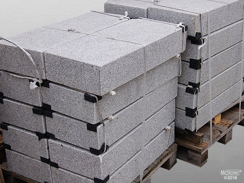 Granit Light Grey G603 geflammt Blockstufe 15x35x50 cm grau