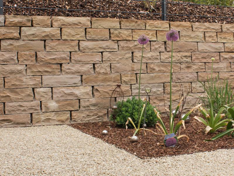 Mauersteine und Mauerabdeckplatten