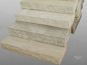 Blockstufen aus Mint Sandstein in beige bis grün