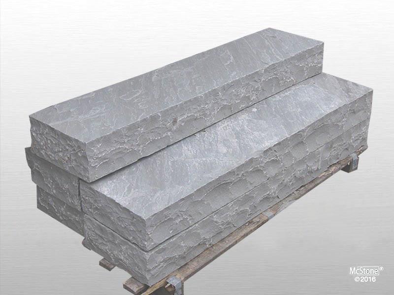 Blockstufen aus Autumn Grey Sandstein