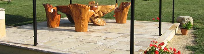 Terrassenplatten aus beigem Mint-Sandstein