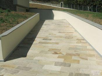 Terrassenplatten aus Mint Sandstein im Format 40x60 cm