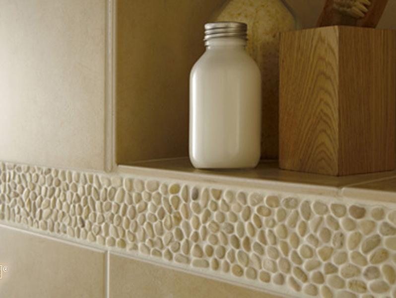 Natursteinmosaik aus gelben Kieselsteinen für Bad und Dusche